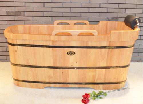 title='木桶浴缸尺寸,如何选购木桶浴缸'